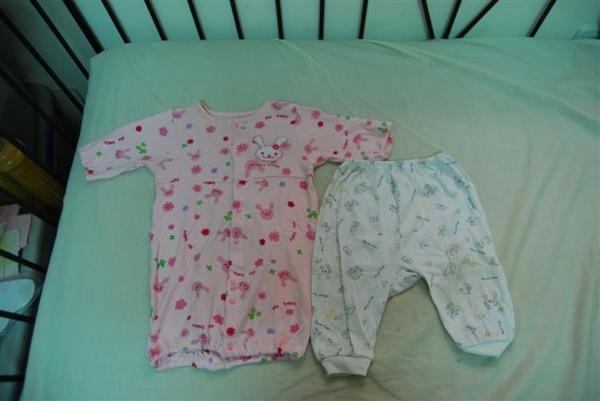 粉紅兔裝+長褲一件(10元)