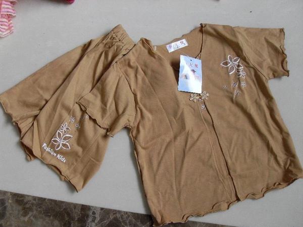 (n)全新女童駝色短袖兩件式套裝(上衣+短褲)(7號)圖一