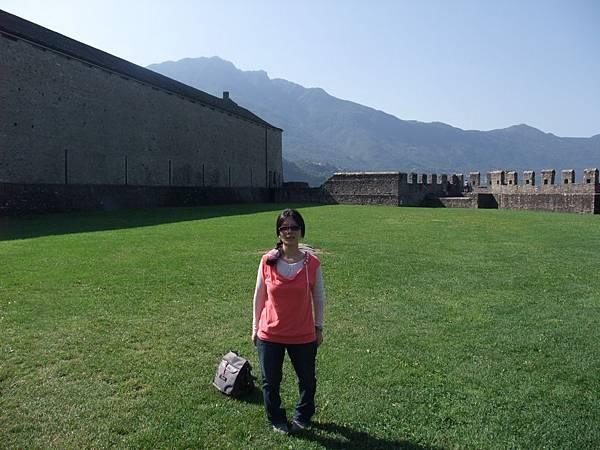 古堡的另一側