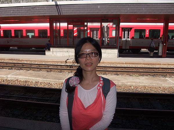 在安德馬特和火車合影