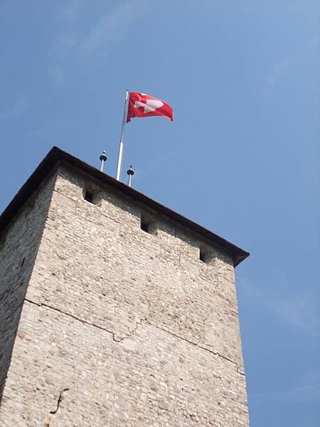 西庸古堡的瑞士國旗
