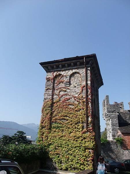 裝飾過的塔