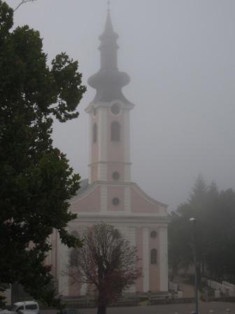 飯店對面的教堂