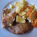 午餐-主餐雞肉和豬肉