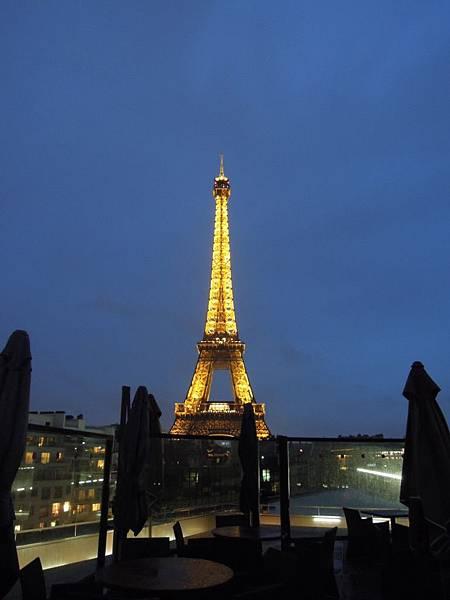 點燈的艾菲爾鐵塔 (8).JPG