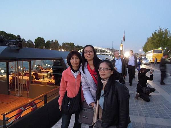 結束塞納河晚宴 (2).JPG
