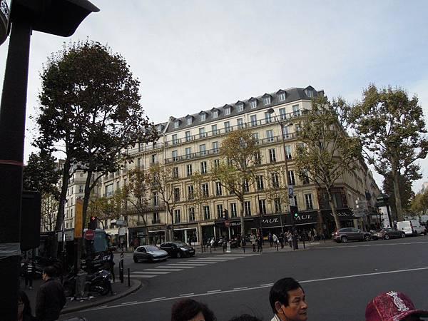 巴黎街道 (1).JPG