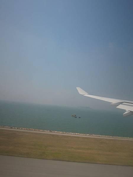 往香港之飛機外景色 (1).JPG