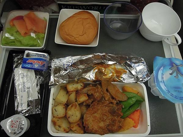 新加坡航空-往新加坡之飛機餐 (2).JPG