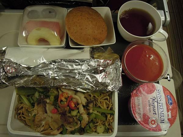 往米蘭之飛機餐 (3).JPG