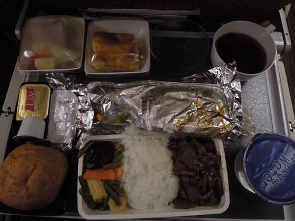 往米蘭之飛機餐 (1).JPG