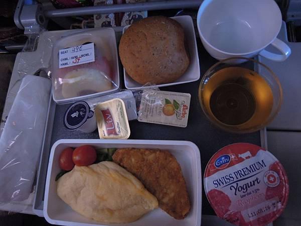 往米蘭之飛機餐 (2).JPG