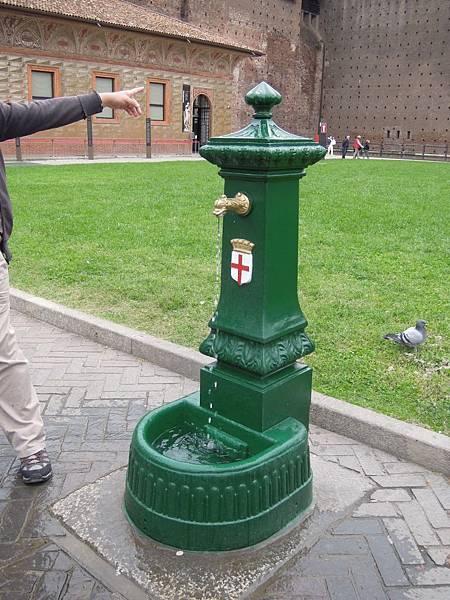 路邊的飲水機.JPG