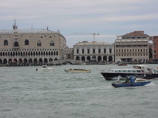 前往威尼斯的船上 (13).JPG
