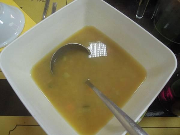 午餐餐點 (1).JPG