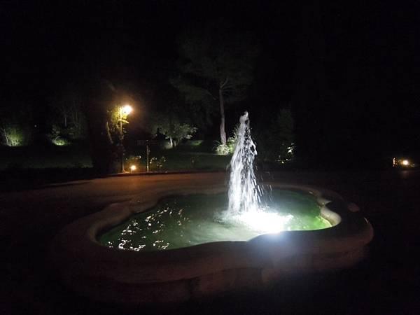 IL PICCOLO CASTELLO飯店夜景.JPG
