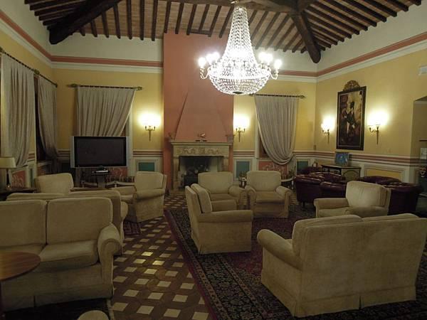 IL PICCOLO CASTELLO飯店大廳.JPG