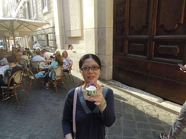 西班牙廣場旁之冰淇淋.JPG