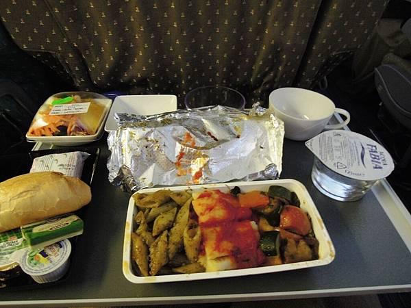 新加坡航空-羅馬往新加坡之飛機餐.JPG
