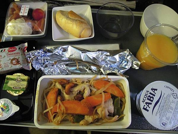 新加坡航空-羅馬往新加坡之飛機餐 (1).JPG