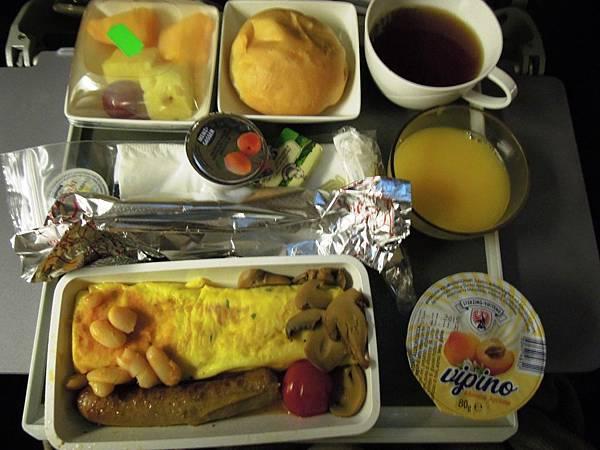 新加坡航空-羅馬往新加坡之飛機餐 (3).JPG
