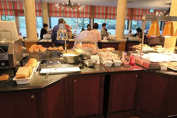 NH MAASTRICHT飯店早餐2.JPG