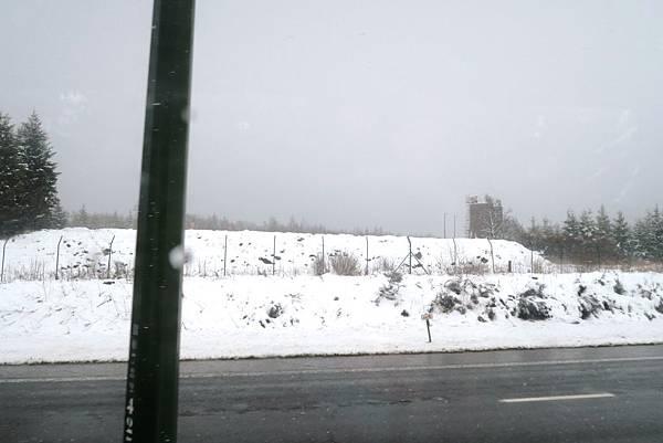 前往盧森堡途中的雪景03.JPG