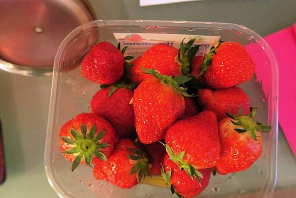 超市美味草莓.JPG