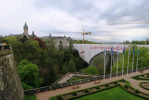 盧森堡之憲法廣場06.JPG