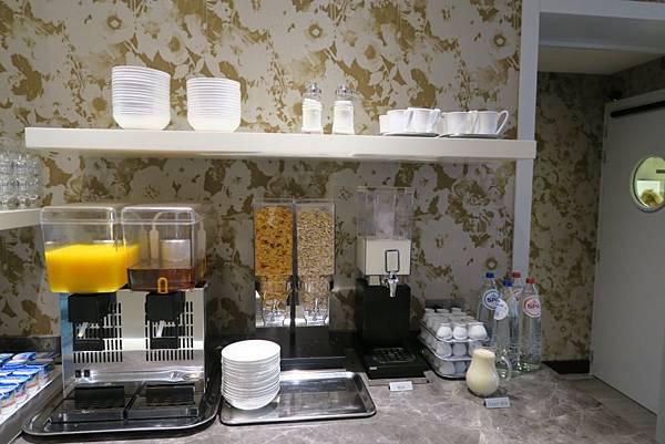 ARAGON飯店早餐2.JPG