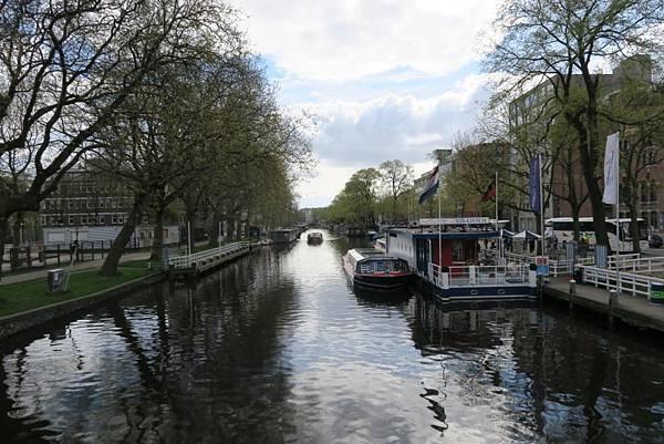 阿姆斯特丹運河遊船旁08.JPG