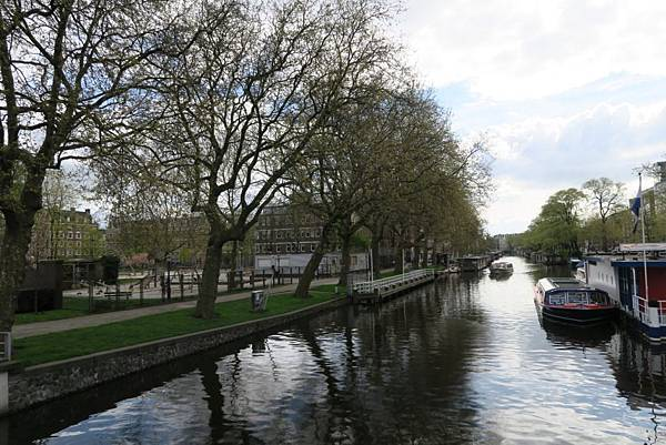 阿姆斯特丹運河遊船旁10.JPG