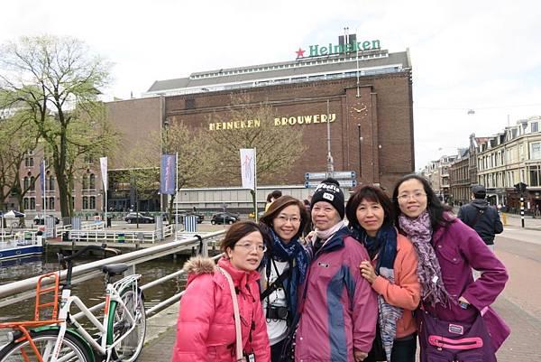 海尼根博物館外2.JPG