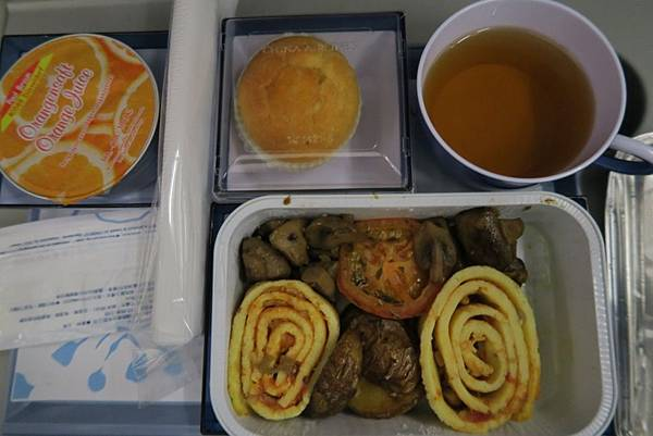 飛機飛往曼谷的飛機餐09.JPG