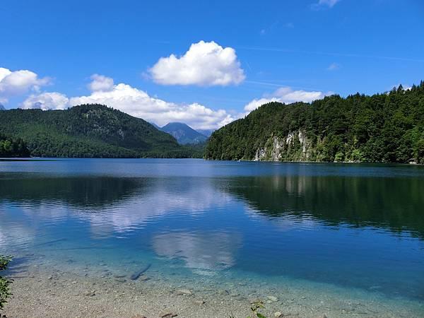 新天鵝堡山下湖邊 (4).JPG