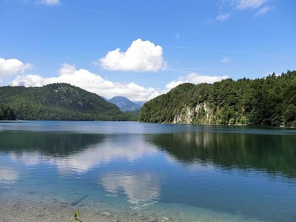 新天鵝堡山下湖邊 (5).JPG