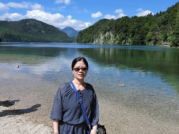 新天鵝堡山下湖邊 (9).JPG