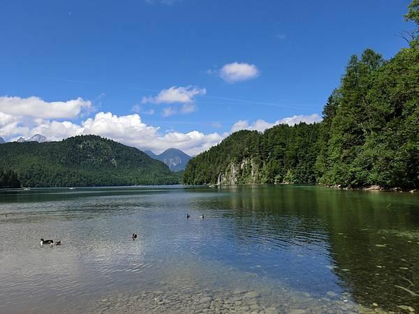 新天鵝堡山下湖邊 (17).JPG