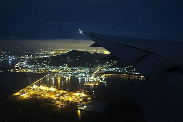 飛往桃園機場之飛機外景色 (13).JPG