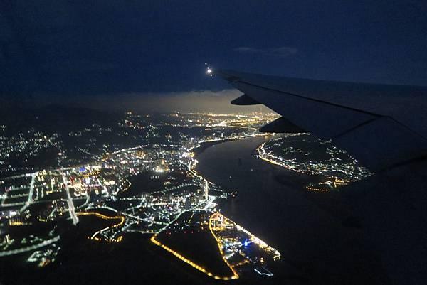 飛往桃園機場之飛機外景色 (12).JPG