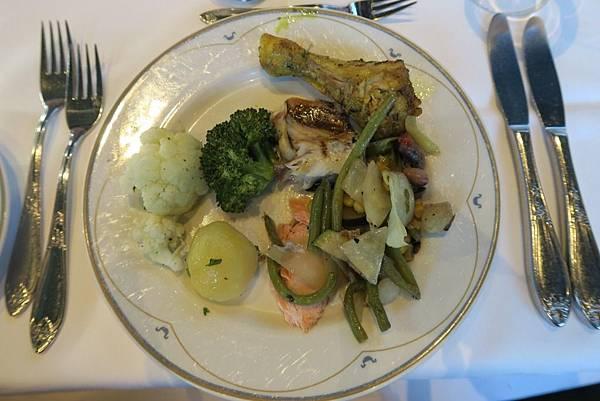 ULLENSVANG飯店自助式晚餐 (1).JPG