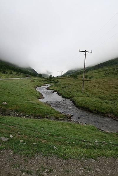 路邊的小溪.JPG