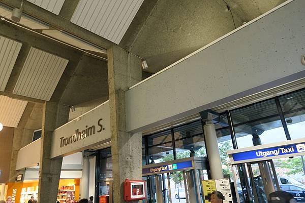特輪汗火車站 (2).JPG