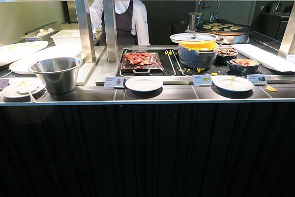 SCANDIC飯店自助式早餐 (2).JPG