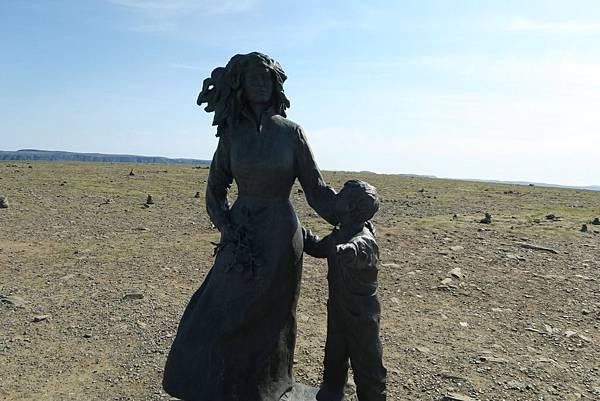 象徵地球兒童的銅板狀紀念碑 (3).JPG