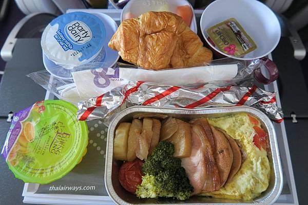 泰航-曼谷飛台灣飛機餐 (1).JPG