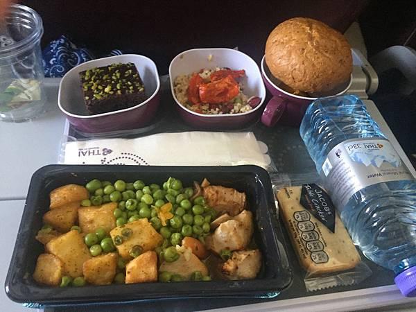 泰航-奧斯陸飛曼谷第一餐-1.jpg