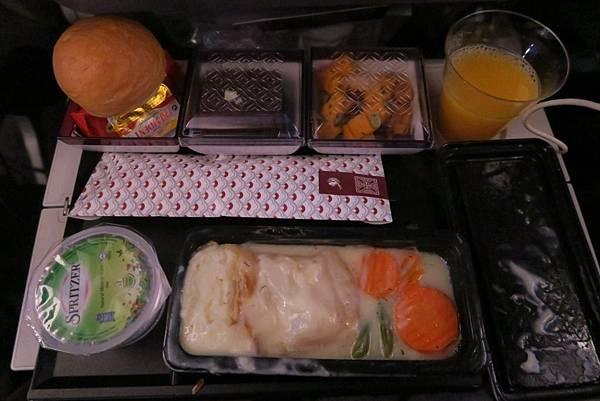 飛往杜哈飛機餐 (2).JPG