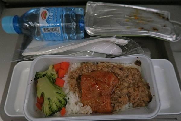 飛往香港飛機餐.JPG