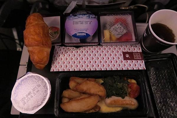 飛往杜哈飛機餐-1 (1).JPG